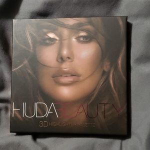 NIB Huda Beauty Highlighter Palette